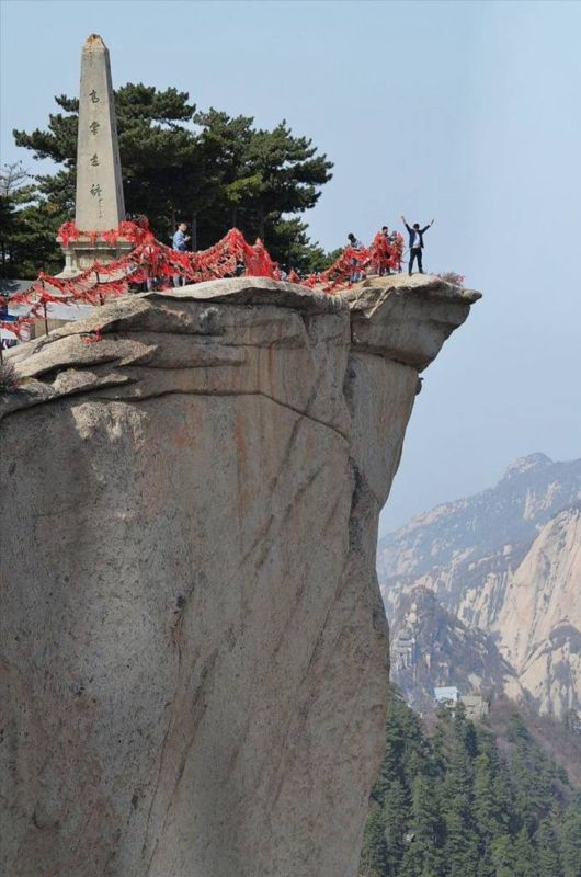 The Most Dangerous Mountain Route In China