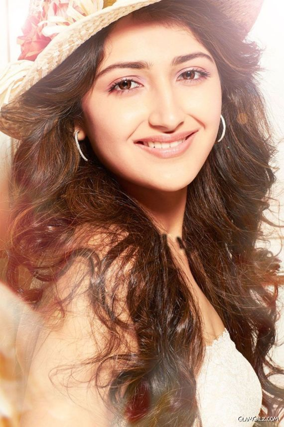Shivaay's Actress Sayesha Saigal Bio And Unseen Photos