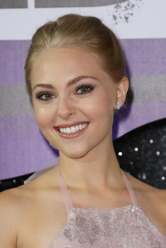 AnnaSophia Robb At CMT Music Awards