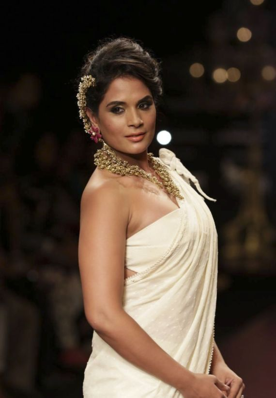 Richa Chadda Walks The Ramp For Anand Shah At IIJW